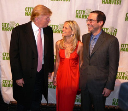 Preisdent Donald Trump with Steve Mnuchin.