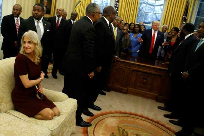 Kelyanne Conway in Knee bending position in White House Sofa.